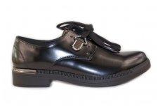 Elegantiški juodi matiniai suvarstomi tvirtu padu papuošti kristaliukais moteriški laisvalaikio batai