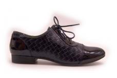 Juodi suvarstomi lakuotu priekiu laisvalaikio moteriški batai