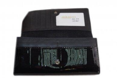 Juoda lakuota J.Rosso moteriška piniginė papuošta drugelių reljefiniu piešiniu 9601 5