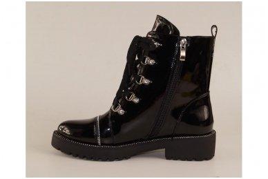 Juodi lakuoti suvarstomi su užtrauktuku šone storu padu papuošti akutėmis moteriški batai su pašiltinimu 2
