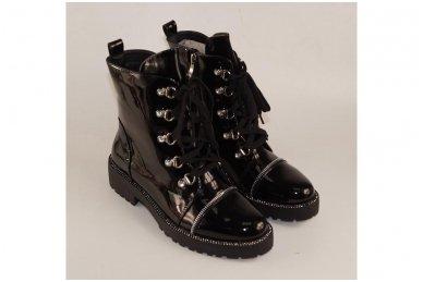Juodi lakuoti suvarstomi su užtrauktuku šone storu padu papuošti akutėmis moteriški batai su pašiltinimu 3