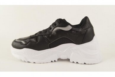 Juodi suvarstomi baltu storu padu moteriški sportiniai batai 2