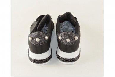 Juodi suvarstomi papuošti akutėmis moteriški laisvalaikio batai 5131 4