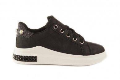Juodi suvarstomi papuošti akutėmis moteriški laisvalaikio batai 5131