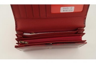 Tamsiai raudona odinė lakuota pagražinta drugeliais Angela Moretti moteriška piniginė 0425r 5