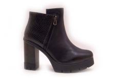 Tvirtu kulnu su platforma moteriški batai be pašiltinimo